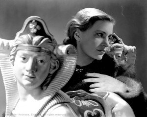web Lee Miller self portrait with Sphinxes, London, England 1940 by Lee Miller (2995-5)